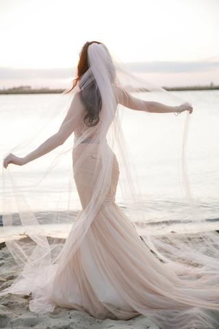 bride-in-soft-pink-veil