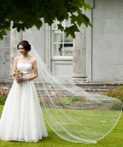 bride wearing one tier corded edge veil