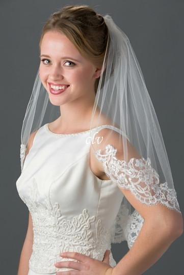 elbow length veil with lace edge