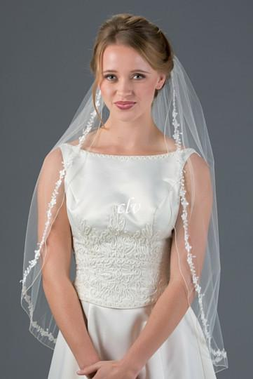 fingertip wedding veil with lace edge