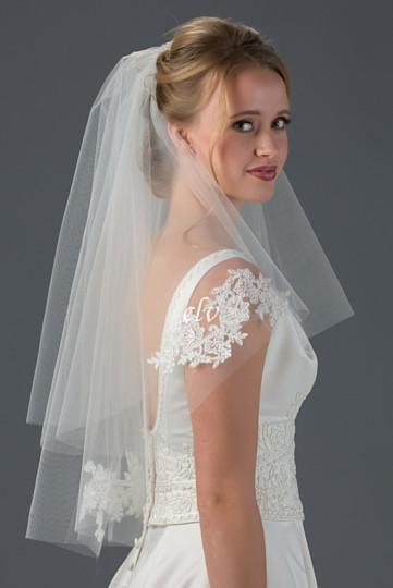 waist length veil with lace appliques