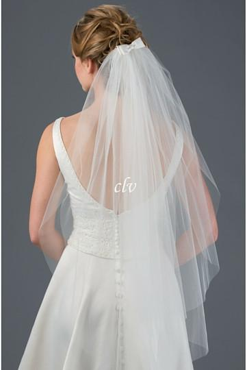 fingertip length veil with bow