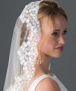 bride in mantilla lace veil